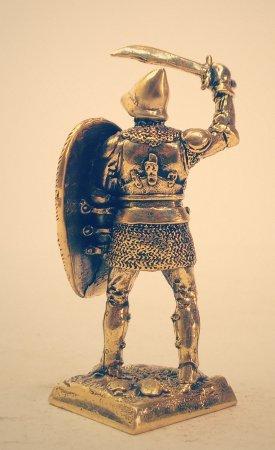 3.Тяжёлый пехотинец со щитом и фальшионом.