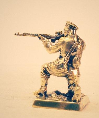 3.Старшина со снайперской винтовкой на базе СВТ.
