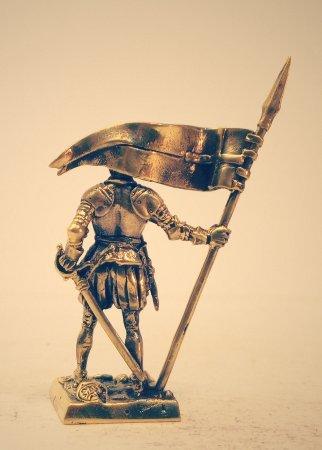 5.Рыцарь с флагом.