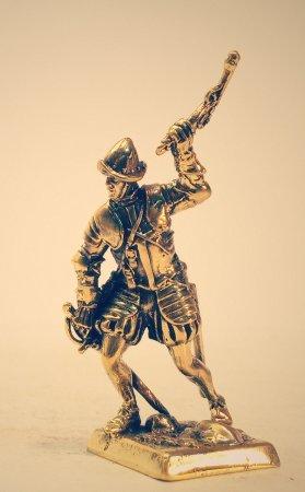 2.Сержант с пистолетом.