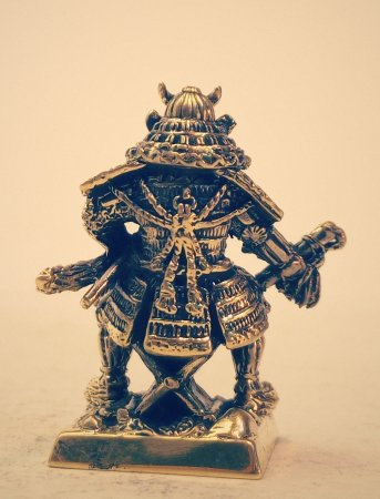 5.Военачальник одетый в доспех в стиле «мару-до-ёрой» с жезлом «сайхай».